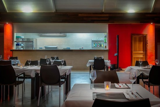 Le Pavillon by the Sea: kitchen