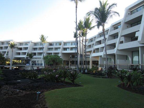 Sheraton Kona Resort & Spa at Keauhou Bay: Outside shot of hotel