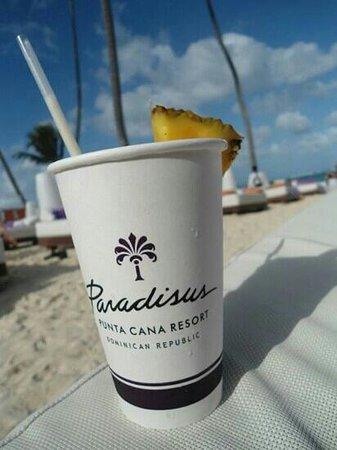 Paradisus Punta Cana : pina colada while I lay on the beach bed