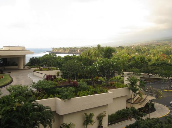 Sheraton Kona Resort & Spa at Keauhou Bay: Partial ocean view from 4th floor room.