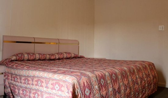 Melody Motel: King Size Room non smoking comes with Wifi broad  band high soeed  internet,mcro-wave,fridge,Dir
