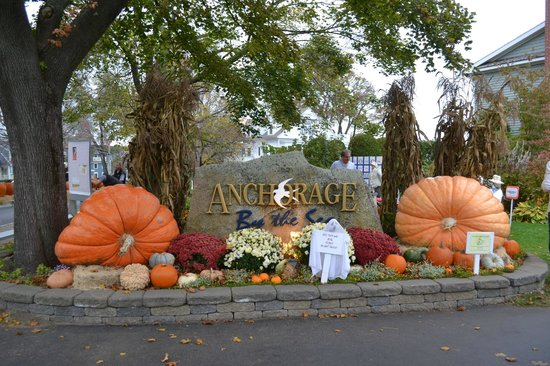 The Anchorage By the Sea: Entrance to Hotel - Halloween Decorations