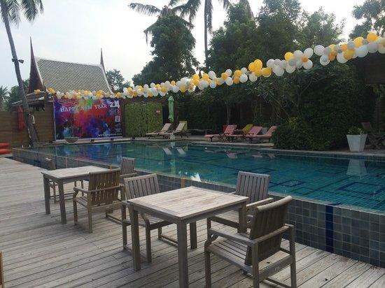 Tango Luxe Beach Villa: pool and bar area
