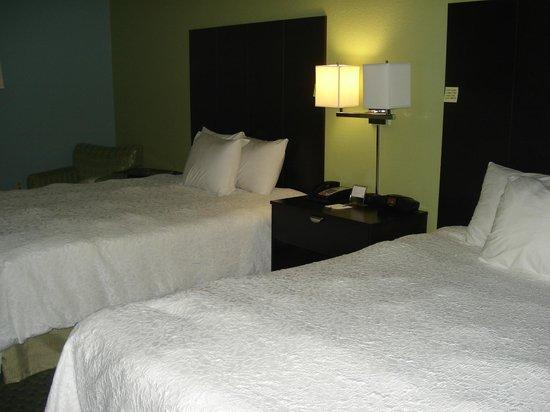 nice beds picture of hampton inn st simons island. Black Bedroom Furniture Sets. Home Design Ideas