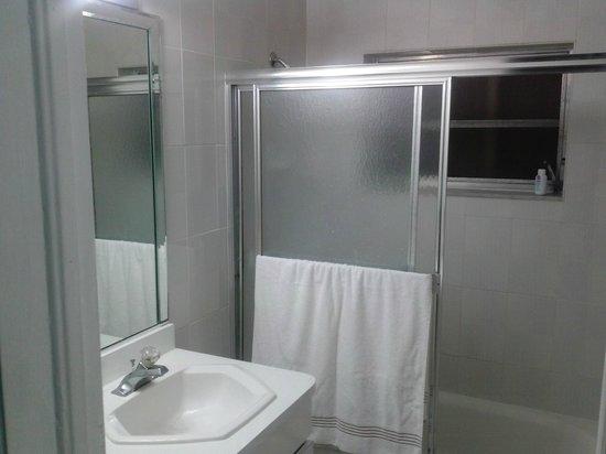 Miami Paradise House: Bathroom for Room #2