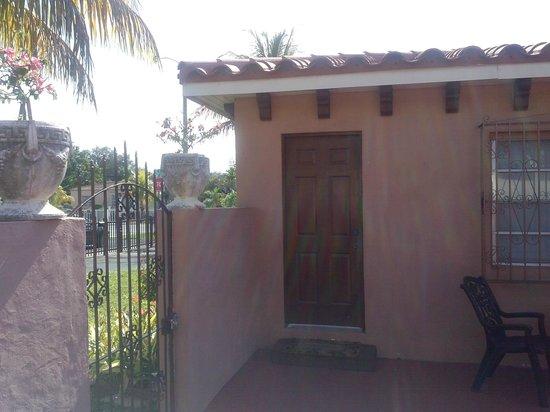 Miami Paradise House: Room #2 Entrance