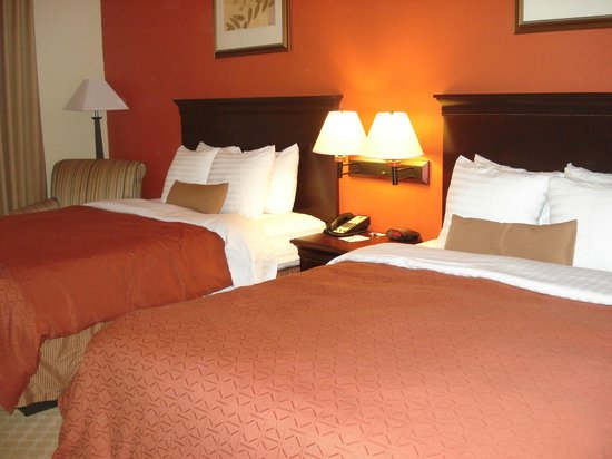 BEST WESTERN PLUS First Coast Inn & Suites: Beds