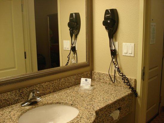 Best Western Plus First Coast Inn & Suites: Bathroom