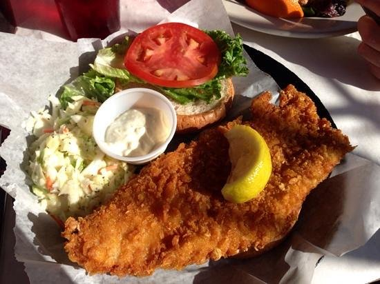 RC Otter's Island Eats : Crunchy fish (Grouper) sandwich. Hit the spot but could do with a little more spice but that's j