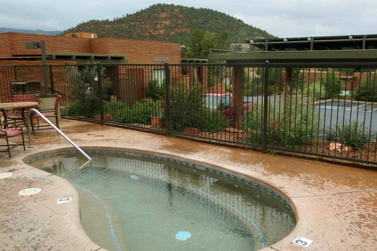 Best Western Plus Inn of Sedona : Pool shared with next door hotel.