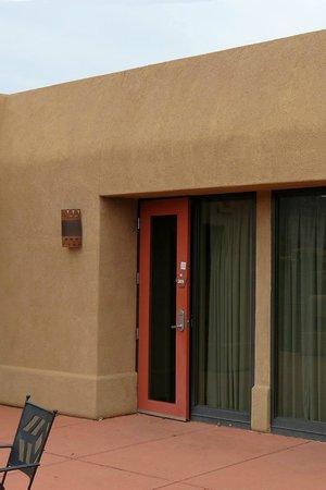 BEST WESTERN PLUS Inn of Sedona: Mountain/patio side of room.