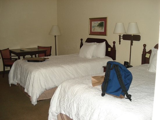 Hampton Inn Beaufort: Small beds