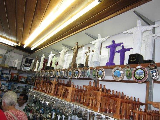 รูปปั้นพระเยซูคริสต์: Altos precios en la tienda de souvenirs