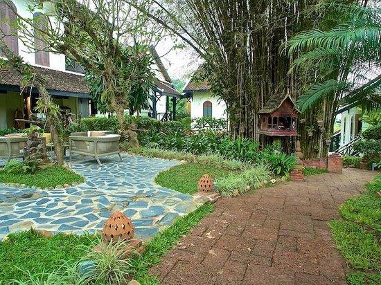 Belmond La Residence Phou Vao: Spirit house outside the gift shop