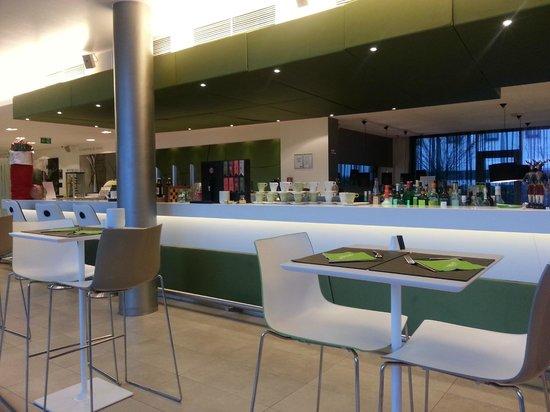 roomz Vienna Gasometer: bar & restaurant