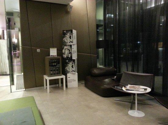 roomz Vienna Gasometer: lobby