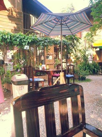 Aoi Garden Home: garden area