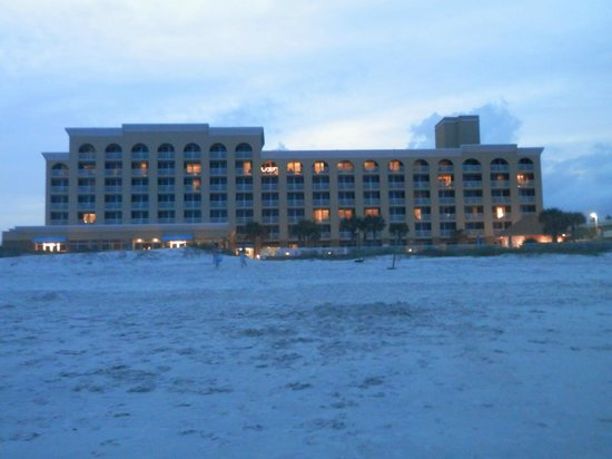 Courtyard Jacksonville Beach Oceanfront : Hotel from beach.