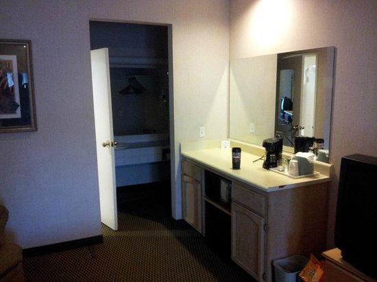 Days Inn Rocklin/Sacramento: bar into bathroom