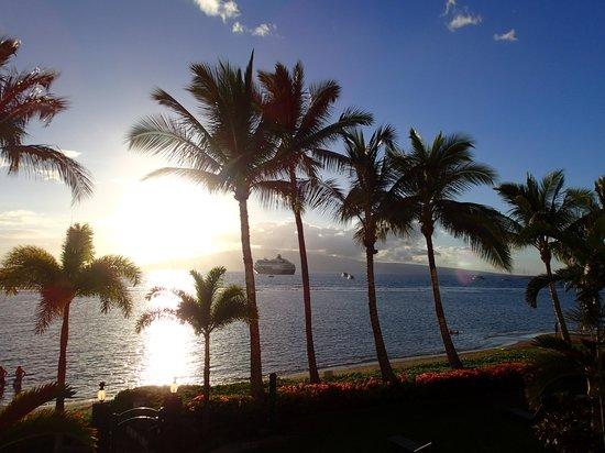 Lahaina Shores Beach Resort: View from the lanai.