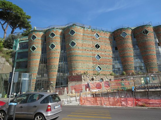 Vietri sul Mare, Italy: factory was undergoing renovations on the exterior