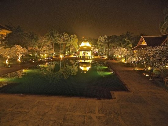 Raffles Grand Hotel d'Angkor: Pool Area