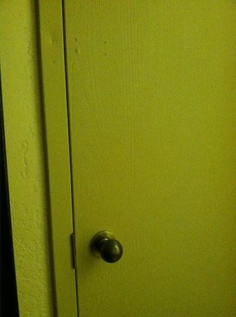Baymont Inn & Suites Metropolis: Door to the other room