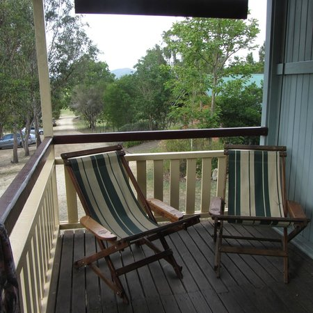 Mt Barney Lodge Country Retreat: Seats on the veranda of Foresters Hut, Mt Barney Lodge