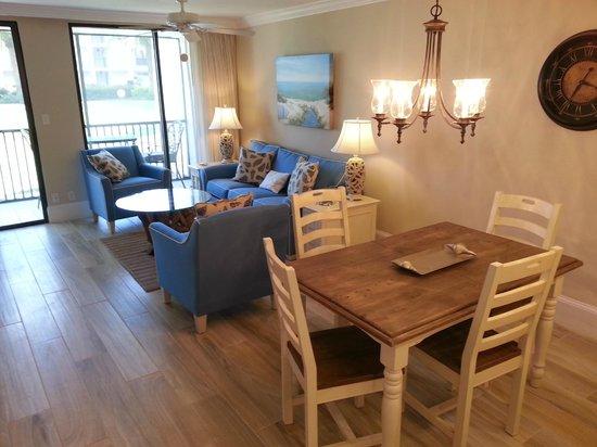 Sundial Beach Resort & Spa: Dining
