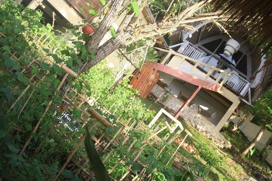 Mandala Bali Bungalow: bungalow garden view