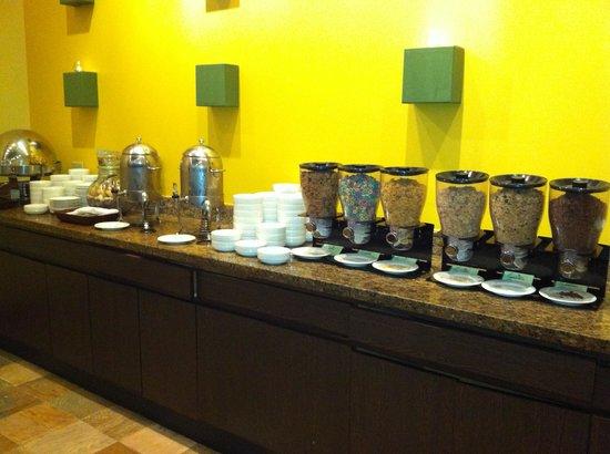 Outrigger Guam Beach Resort : 朝食のごく一部