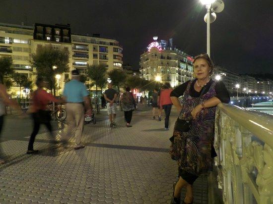 Hotel de Londres y de Inglaterra: Night time outside Hotel