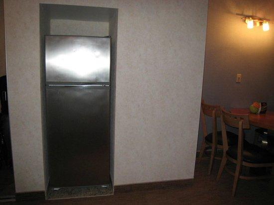Flagship Resort: refrigerator