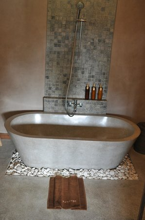 Mathis Retreat: nice tub for soaking