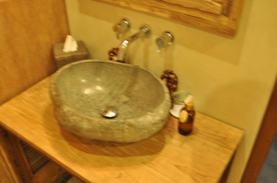 Mathis Retreat: stone sink