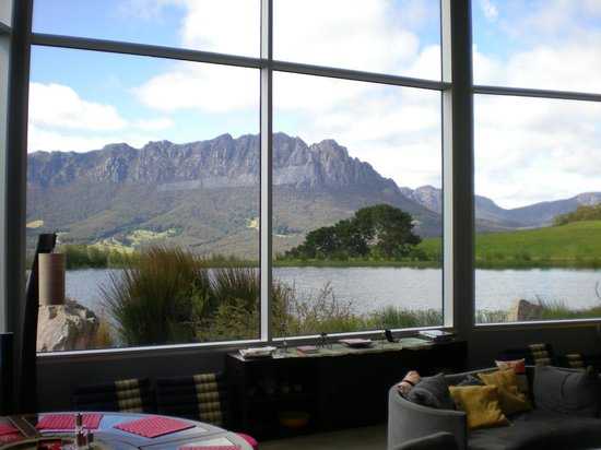 Eagles Nest Retreat : View from the lounge