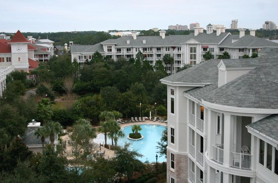 Sandestin Golf and Beach Resort: Looking over the pool/hot tub