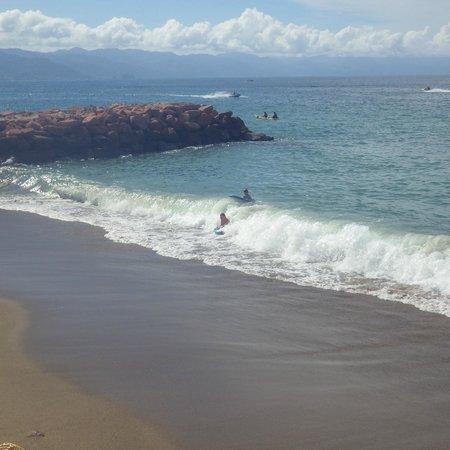 Plaza Pelicanos Grand Beach Resort: not the best beach, but still fun