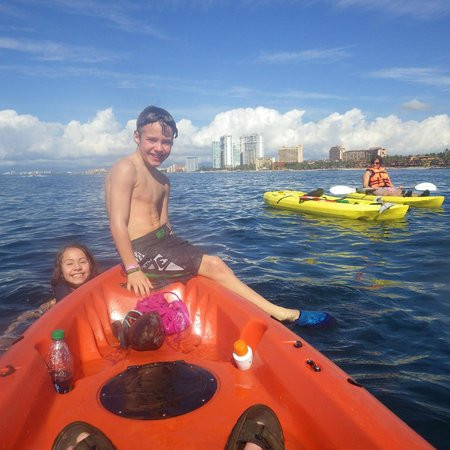 Plaza Pelicanos Grand Beach Resort: kayak tour with Xavier