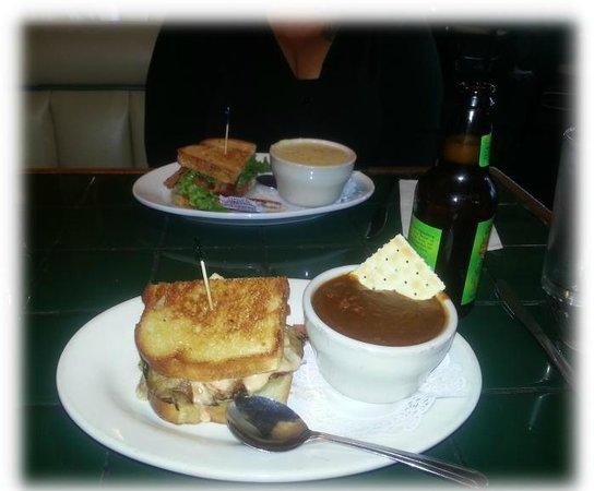 Hill Street Cafe: Half Sourdough-Melt & Chili