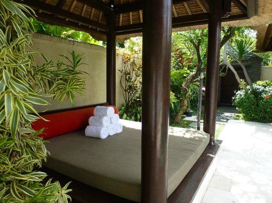 Mahagiri Villas : Private pool area