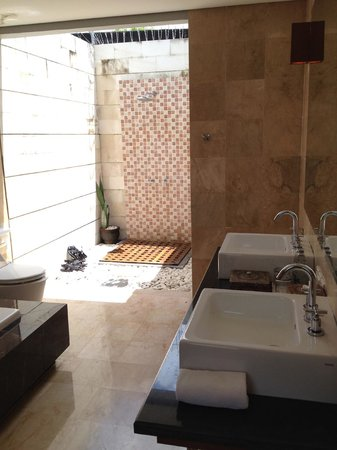 Abi Bali Resort & Villa : Open-air shower