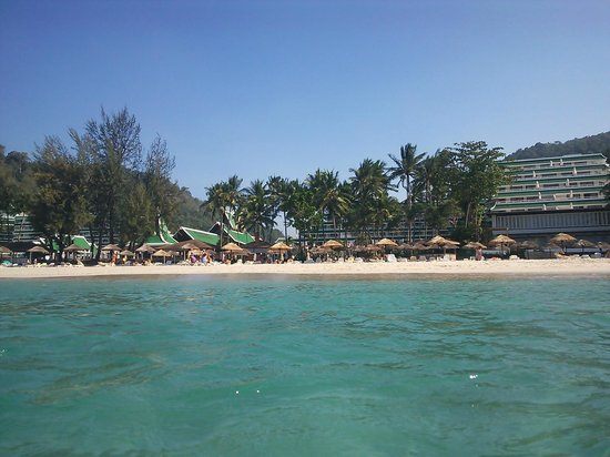 Le Meridien Phuket Beach Resort : 海からホテル側を撮ってみました