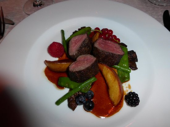 Golden Well Hotel: Reindeer with local vegetables and carmelized peaches