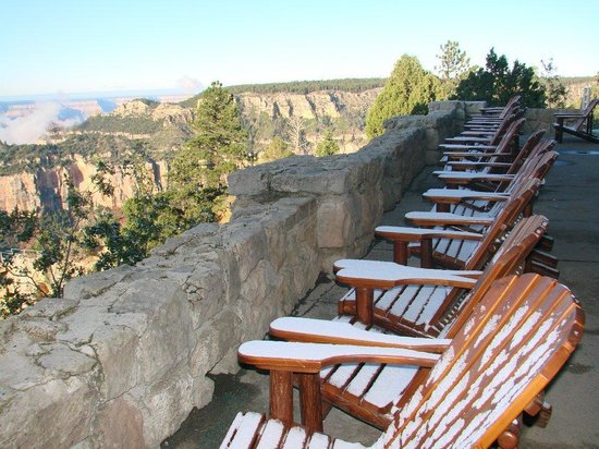 Grand Canyon North Rim : Snow dusted chairs at the Lodge in October