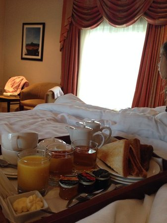 The Kings Head Country Hotel: The Kings Head Hotel - Breakfast in Bed