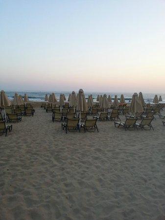 Vlachakis Beach Hotel: Вид с крылечка отеля:)