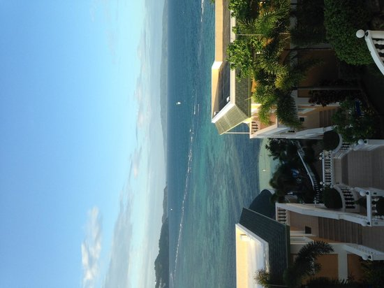 Monaco Suites de Boracay: ホテルから海を見る
