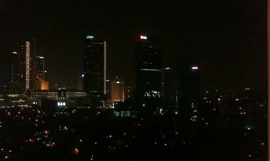 Shangri-La Hotel Jakarta: Night city view from room