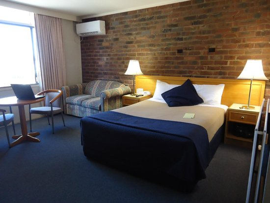 The Posthouse Motel: Large rooms